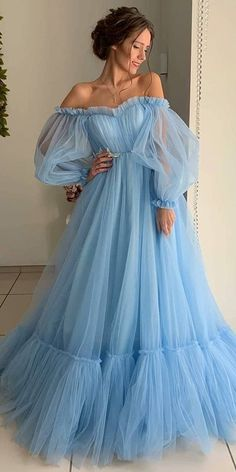 Modest Tulle Off-the-shoulder Neckline Floor-length A-line Prom Dresses With Lace Appliques Related posts:Elegante V-Ausschnitt lange Meerjungfrau Prom Kleider Spitze Perlen Light Sky Blue Ballkleider Sweep / Brush Train Tüll Ballkleid / Abendkleid €. Unique Prom Dresses, A Line Prom Dresses, Tulle Prom Dress, Elegant Dresses, Pretty Dresses, Beautiful Dresses, Lace Dress, Formal Dresses, Sexy Dresses