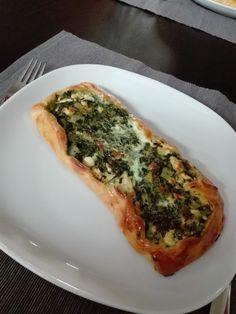 Pide mit Spinat und Schafskäse, ein tolles Rezept aus der Kategorie Brot und Brötchen. Bewertungen: 101. Durchschnitt: Ø 4,3.