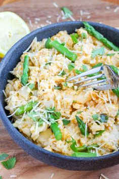Lemon Chicken and Asparagus Risotto (Instant Pot or Stove Top) Recipe - Sugar Spices Life Chicken Risotto, Chicken Asparagus, Lemon Chicken, Orange Chicken, Grilled Chicken, Baked Chicken, Shredded Chicken Recipes, Ground Beef Recipes, Healthy Chicken Recipes
