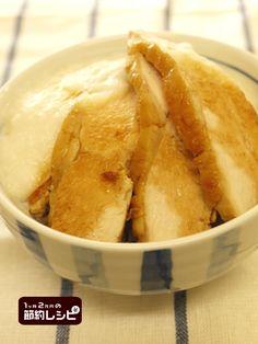 鶏の照り焼きとろろごはん - 1ヶ月2万円の節約レシピ (マイティの ... 茶碗にごはんを盛り、刻み海苔を敷きつめ、山芋のすりおろし、鶏肉を並べ、フライパンに残ったタレをかける。