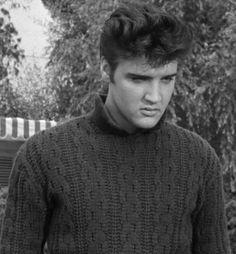 Photo of ★ Elvis ☆ for fans of Elvis Presley 32899853 Elvis Presley Young, Elvis Und Priscilla, Elvis Presley Movies, Young Elvis, Elvis Presley Photos, Priscilla Presley, Elvis Presley Blue Hawaii, Elvis Cd, Jailhouse Rock