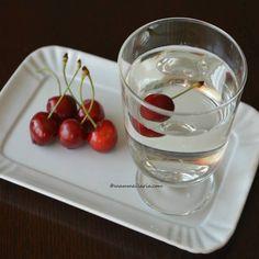 Una bibita dissetante da preparare con i noccioli delle ciliegie: una ricetta antica nella zona del Salento e perfetta per un riciclo creativo