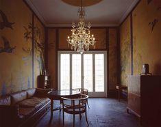 Arkivet med møblement af Carl Petersen og Kaare Klint og vægmalerier af Johannes Larsen.