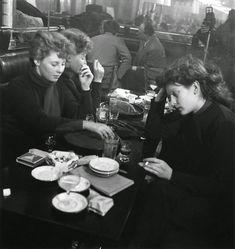 Café Parisien, 1950, photo Robert Doisneau.
