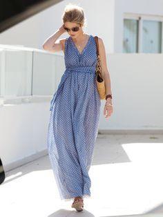 burda style, Schnittmuster - Bodenlanges Sommerkleid aus Batist mit gesmokter Taille, tiefem V-Ausschnitt und Futterrock, Nr. 125, aus 04-2013