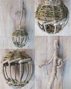 Mangeoire lanterne Willow Weaving, Basket Weaving, Weaving Art, Loom Weaving, Corn Dolly, Twig Art, Nature Paper, Sister Crafts, Traditional Baskets