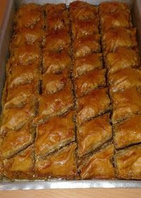ΜΑΓΕΙΡΙΚΗ ΚΑΙ ΣΥΝΤΑΓΕΣ 2: Μπακλαβάς !!! Greek Sweets, Greek Desserts, Greek Recipes, Baking Recipes, Dessert Recipes, Greek Pastries, Sweets Cake, Christmas Cooking, Easter Recipes