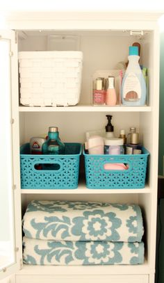 IHeart Organizing: Our Newly Organized Bathroom Bliss...linen closet...