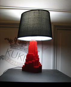 Lampe Lego building - abat-jour tissu et pieds lego : Luminaires par kukupraline glow lamp / light lego brick