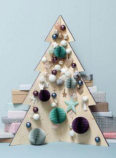 Kerstbomen en versiering zijn er in alle soorten in maten. Deze houten variant past goed in een koele, rustige woonstijl als de Scandinavische. #kerstmis #kerstboom #christmastree #tree #wood #interior #scandic #scandinavian #wonen #interieur