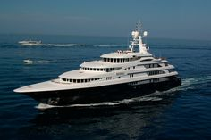 Luxury motor yacht FREEDOM (Ex Reverie) is one of the largest yachts built in Italy. Benetti Yachts, Big Yachts, Sports Nautiques, Boat Hire, Yacht Boat, Power Boats, Tips Belleza, Water Crafts, Caribbean