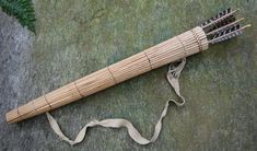 Eastern Woodlands style quiver in lashed Cattail stalks Archery Quiver, Archery Gear, Arrow Quiver, Traditional Bow, Traditional Archery, Woodland Indians, Primitive Survival, Bushcraft Skills, Longbow