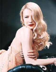 Cate Blanchett channeling her best Veronica Lake & old Hollywood glam Veronica Lake, Cate Blanchett, Hollywood Glamour, Old Hollywood, Divas, Estilo Pin Up, Vintage Hairstyles, Vintage Beauty, Classic Beauty