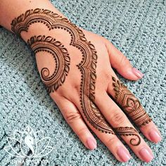 Get unique henna design, simple henna design and new henna design ideas here. There are best henna tattoos here you must try. Henna Hand Designs, Eid Mehndi Designs, Mehndi Designs Finger, Simple Arabic Mehndi Designs, Unique Henna, Mehndi Designs For Girls, Mehndi Designs For Fingers, Mehndi Simple, Mehndi Design Pictures