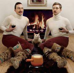 Funny Family Photos: 15 of the strangely awkward twins Bad Family Portraits, Bad Family Photos, Elle