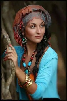 Arabian girl without nikab Beautiful Eyes, Gorgeous Women, Beautiful People, Mode Turban, 3d Foto, Yoga Studio Design, Photographie Portrait Inspiration, Beauty Around The World, People Of The World