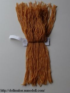 Ideas for doll hair yarn knitting patterns Hair Yarn, Yarn Wig, Yarn Dolls, Knitted Dolls, Felt Dolls, Fabric Dolls, Crochet Dolls, Diy Yarn Doll Hair, Paper Dolls