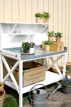 50 Best Potting Bench Ideas To Beautify Your Garden Beste Potting Bench Ideen Herb Garden Pallet, Pallets Garden, Potting Tables, Potting Sheds, Garden Table, Garden Benches, Summer Kitchen, Garden Shop, Backyard Landscaping