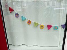 TeenyWeenyDesign-- love this #crochet #bunting SO cute!!