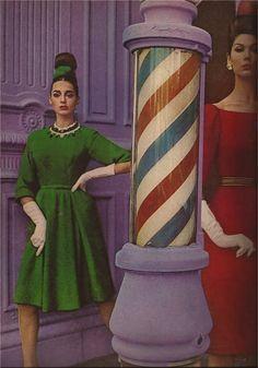 Jane Derby A/H 1962-63. Photo William Klein. Mannequins Antonia et Simone d'Aillencourt.