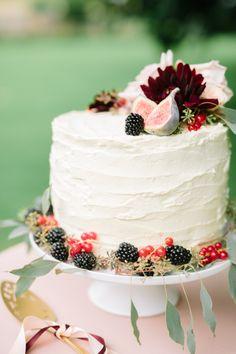 Fig + berry topped: http://www.stylemepretty.com/destination-weddings/2015/10/15/romantic-marsala-berry-wedding-inspiration/ | Photography: Suzanne Li - http://www.suzanneli.co.uk/