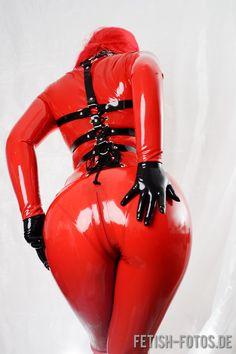 Latexcrazy Latex Catsuit & Korsage an Poupée Plastique vor der Kamera von fetish-fotos! http://www.latexcrazy.com - Maßanfertigung und chloriertes Latex OHNE AUFPREIS - Übergrößen bis 8-XL - handgefertigt in Deutschland - #latex #rubber #catsuit #latexcrazy #gummi #fetish #shiny #fashion