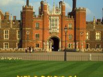 Hampton Court Palace: Surrey, England
