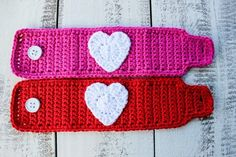 Crochet Valentine Mug Cozy - use this free tutorial to crochet these vibrant Valentine mug cozies and a heart emblem in less than an hour. Crochet Mug Cozy, Crochet Gifts, Diy Crochet, Valentines Mugs, Valentine Crafts, Mug Cozy Pattern, Crochet Stitches Patterns, Crochet Basics, Crochet Accessories