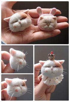邪恶的猫头胸针,其实右脸还挺萌的——只要左眼不露出来的话,哈哈——还记得猫怪麦克里有只猫斯拉吗?以前好喜欢它。。兔子不萌,天理难容;猫咪不坏,主人不爱,嘿嘿