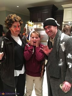 Home Alone - 2017 Halloween Costume Contest Christmas Character Costumes, Group Halloween Costumes For Adults, Funny Christmas Costumes, Office Halloween Costumes, Funny Couple Halloween Costumes, Pop Culture Halloween Costume, Halloween Costume Contest, Family Costumes, Halloween Fun