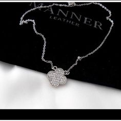 Clover necklace Brand new 18k gold plated Jewelry Necklaces