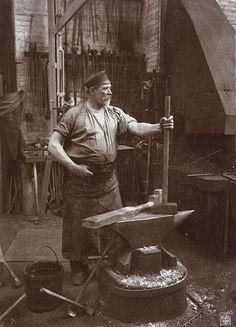 Blacksmith, photo, black and white, history, smedje, ambolt, værksted