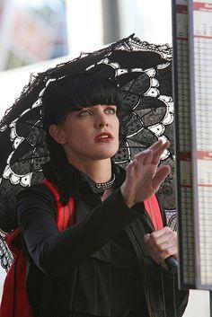 Donna Kauffman recaps classic season 8 'NCIS' episode 'Cracked': Abby takes centerstage