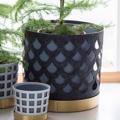 Lovely flower pot from Klong. Available in several sizes, colours and patterns.