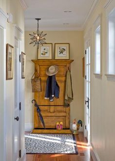 make a hall tree/coat rack out of an old door Spaces Mudroom Lighting Design, Pictures, Remodel, Decor and Ideas - page 2 Hallway Coat Storage, Small Spaces, Home, Entry Coat Rack, Doors Repurposed, Hallway Storage, Entryway Decor, Rack Design, Small Hallways