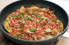 Spanish Style Omelette for Breakfast - Cooking In The City - Recipes inspired by travels from East to West Tapas, Frittata, Paleo Breakfast, Breakfast Recipes, Breakfast Cooking, Lunch Recipes, Healthy Recipes, Spanish Dishes, Pasta