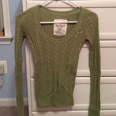 Hollister Sweater Green Hollister cable knit crew neck sweater. Great for cold winter days! Hollister Sweaters Crew & Scoop Necks