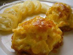 Paradicsomos szaftban sült sertésszelet, a köret a hússal együtt sül, ropogós sajtkéreg alatt. Nagyon finom és egyszerű étel, bármilyen sav...