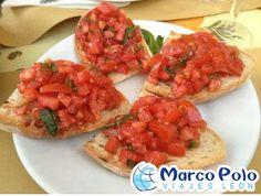 #GASTRONOMIA..La bruschetta que consiste en rebanadas de pan tostado aderezados con ajo y que se sirven con aceite de oliva, sal y pimentón molido, también se les puede encontrar con jitomate, vegetales y queso. Italia