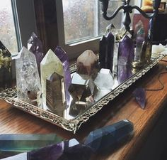 home accents ideas 36 Amazing Crystal Mineral Decor Ideas . Decorating your home and office with stone, rock and mineral home accents is a great way to brighten up a room and bring a little nature indoors. Crystal Altar, Crystal Magic, Crystal Grid, Crystal Healing, Healing Stones, Chakra Healing, Amethyst Crystal, Chakra Crystals, Crystals And Gemstones