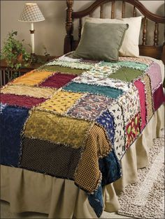 Bags and patchwork like this: Scrappy Rag Quilt - Quilt- as-you-go technique (Beginner level & fast to make with BIG squares) Colchas Country, Country Quilts, Quilting Projects, Sewing Projects, Quilting Ideas, Patchwork Quilting, Patchwork Blanket, Lap Blanket, Scrappy Quilts