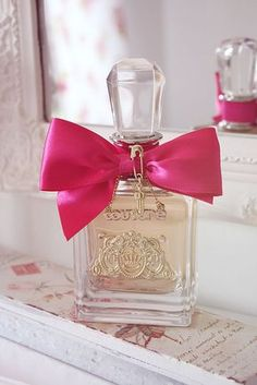 Juicy Couture Viva La Juicy Perfumpowderpuffe- 3.4 oz     I love to wear this scent during a lunch with the girls, or out shopping. Sweet, young and playful scent.