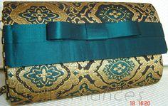Carteira nellfernandes pequena em brocado de seda a aba em seda com laço Chanel.