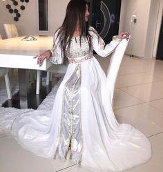 ROBES CAFTAN Morrocan Wedding Dress, Morrocan Dress, Moroccan Caftan, Caftan Dress, Dress Skirt, Girls Dresses, Prom Dresses, Wedding Dresses, Pretty Dresses