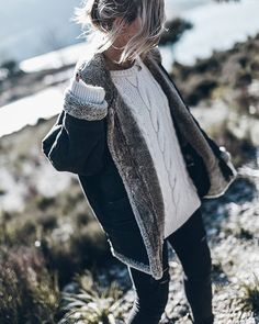 Stunning Winter Outfits Ideas To Copy Now 34 Favorite Snow Boots Cool Winter, Winter Looks, Winter Style, Look Casual Otoño, Fall Winter Outfits, Autumn Winter Fashion, Outfits For The Snow, Winter Dresses, Look Fashion