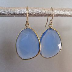 Chalcedony stone earrings can be great for your runway outfit or even pair well with an elegant evening gown. You dont always have to go over the top. Earrings Photo, Cute Earrings, Stone Earrings, Beautiful Earrings, Jewelry Accessories, Fashion Accessories, Jewelry Design, Chalcedony Stone, Diamond Are A Girls Best Friend