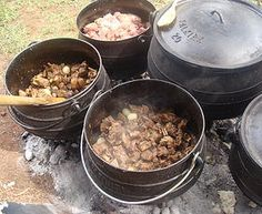 Different meat pots lamb, beef and chicken. ◘ ◘ ◘ ◘ ◘ ◘ Ons Travel Club About South African Recipes, Weekend Breaks, Touring, Cooking Tips, Lamb, Pots, Trips, Beef, Meals