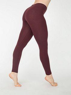ぴったりとフィットする先細のレギンスです。ふくらはぎと足首の中間までの長さで重ね着に最適です。