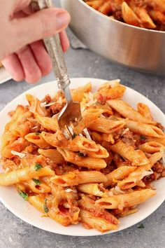 One Pot Cheesy Sausage Penne Recipe - hearty and satisfying one pan pasta dinner. Italian sausage, quick tomato sauce and penne pasta with cheesy topping is perfect for busy weeknights. Pasta Penne Al Horno, Baked Penne Pasta, Penne Pasta Recipes, Pasta Dinners, Recipe Pasta, Sausage And Penne Recipe, Italian Sausage Recipes, Cheesy Pasta Sauce, Al Forno Recipe