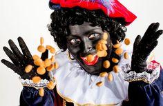 Strooi(en)goed: Strooien komt uit een van de bekendste legenden over Sinterklaas. Een vader wilde zijn dochters de prostitutie insturen om aan genoeg geld te komen voor een bruidsschat. Om dit te voorkomen strooide de Sint 's nachts stiekem goudstukken door het raam van de jonge meisjes naar binnen, zodat ze konden trouwen. Vroeger mengden ze de pepernoten daarom met echte muntstukken. Tegenwoordig herinneren de chocolademunten daar nog aan.